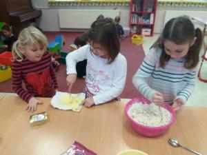 pečeme cukroví a vyrábíme ozdoby (4)