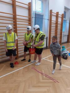 Sportovní den s pokladem - deváťáci dětem (4)