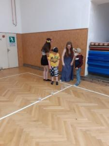 Sportovní den s pokladem - deváťáci dětem (6)
